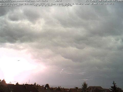 Blitz mit Flugzeug vor Mammutus